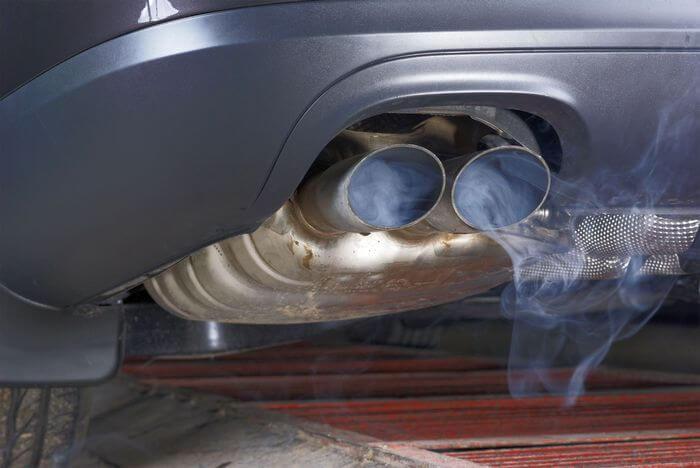 черный дым из выхлопной трубы бензин инжектор причины